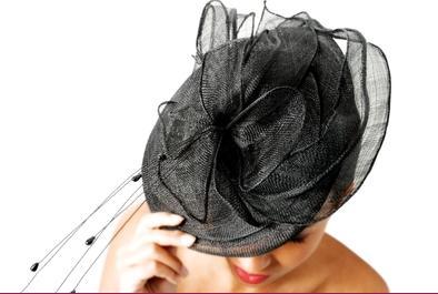 lien vers le site officiel de la créatrice de chapeaux Ariane Lespire