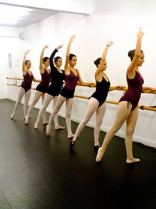 Ecole de danse casablanca for Cours danse classique barre