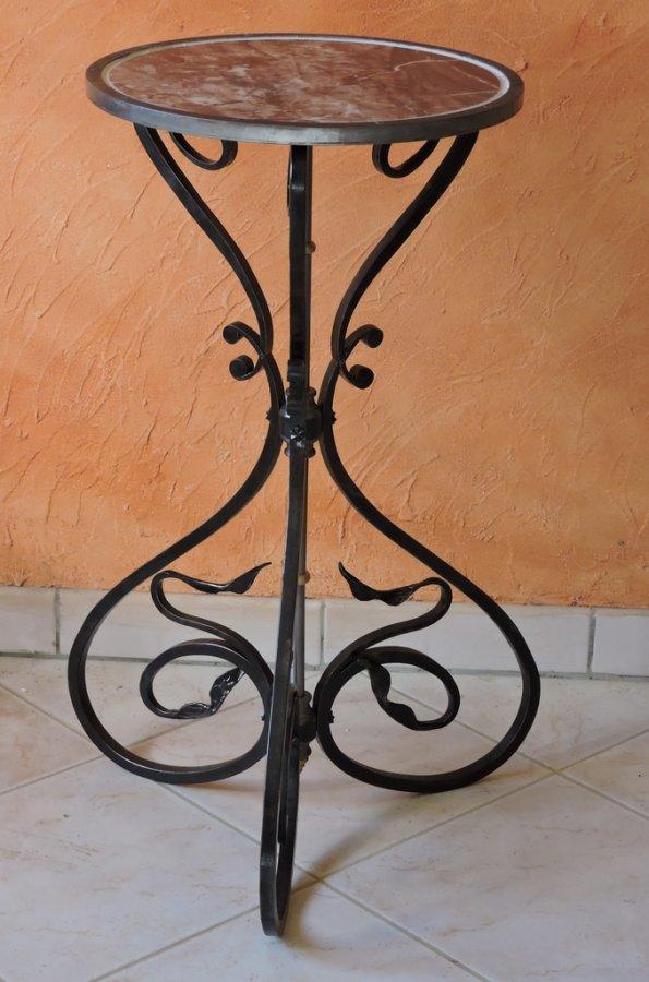 sellettes et console en fer forg sellette art nouveau. Black Bedroom Furniture Sets. Home Design Ideas