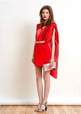 Christine Phung preta porter de luxe
