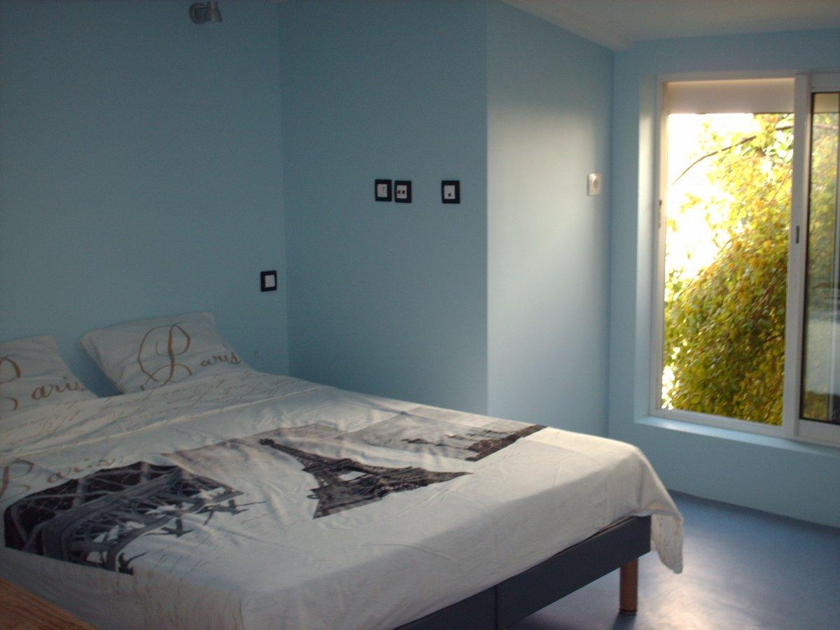 paris chambre 3 rendez vous. Black Bedroom Furniture Sets. Home Design Ideas